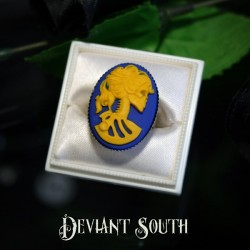 Deviant South Madame Squelette Cameo Silver Ring - Medium Cameo (25x18mm) - Blue & Yellow