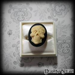 Deviant South 'Día de los Muertos' Ivory Sugar Skull Cameo Medium Ring
