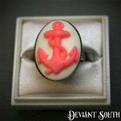 Deviant South Anchor Cameo Silver Ring - Medium Cameo (25x18mm) - White & Pink