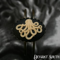 Deviant South Octopus Cameo Bronze Cuff - Large Cameo (40x30mm)