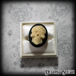 Deviant South 'Día de los Muertos' Ivory Sugar Skull Cameo Medium Ring