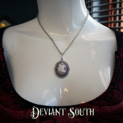 Deviant South Cameo Necklace - Pixie