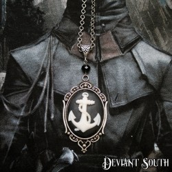 Deviant South 'Anchors Aweigh' Large Cameo Necklace - White | Black